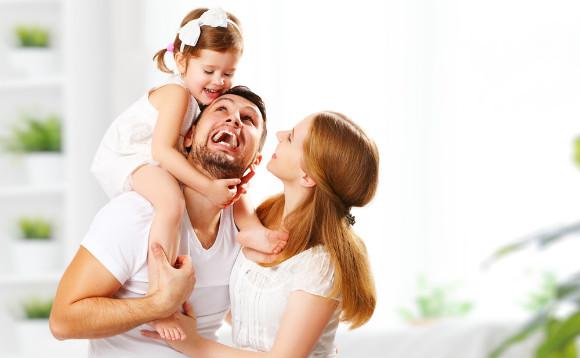 育児家事向けの間取りで仲良しで過ごしている家族