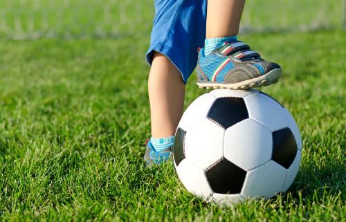 サッカーを習っている子供
