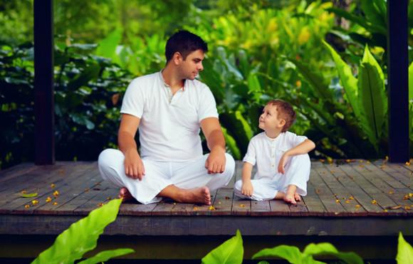 お約束を守ることの大切さを子供に教えている親
