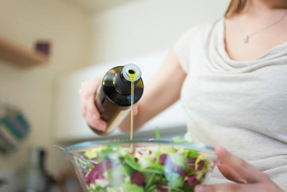 オリーブオイルを取り入れて便秘解消をしようとしている妊婦さん