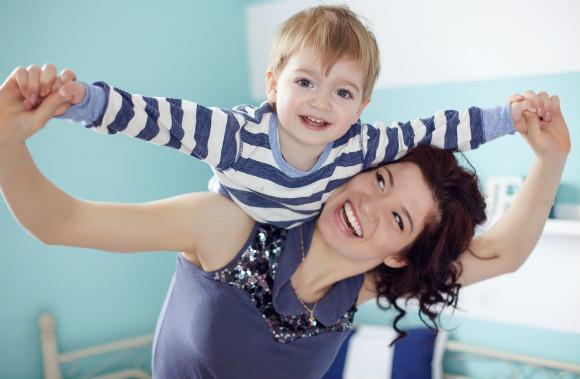 2歳の子供とママ