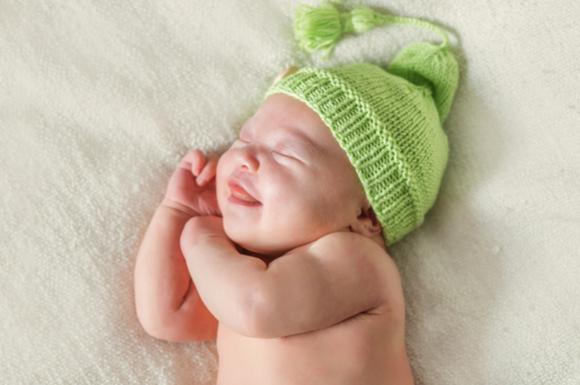 寝言を言っている赤ちゃん
