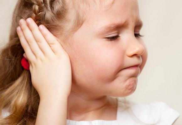 耳痛の子供