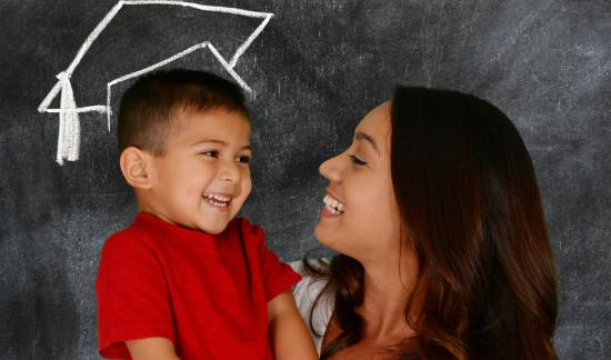 ママのサポートで笑顔の子供