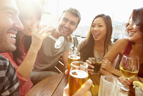 飲み会に参加するかどうか迷っている妊婦
