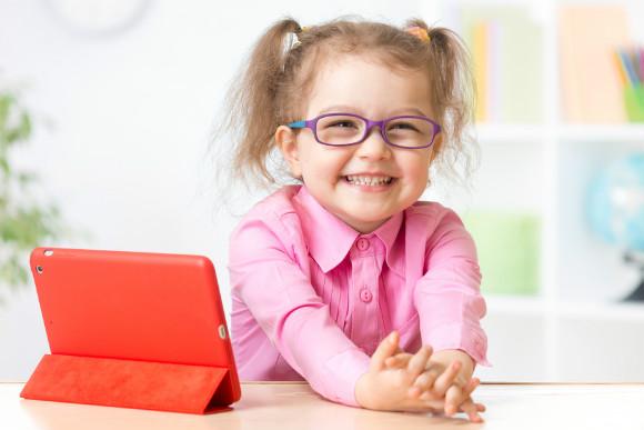 PCメガネを掛けた子供