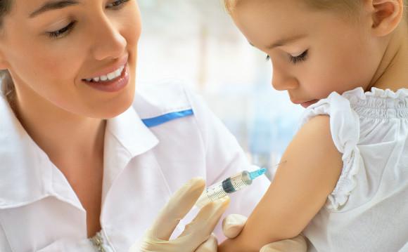 ワクチンを接種する子供