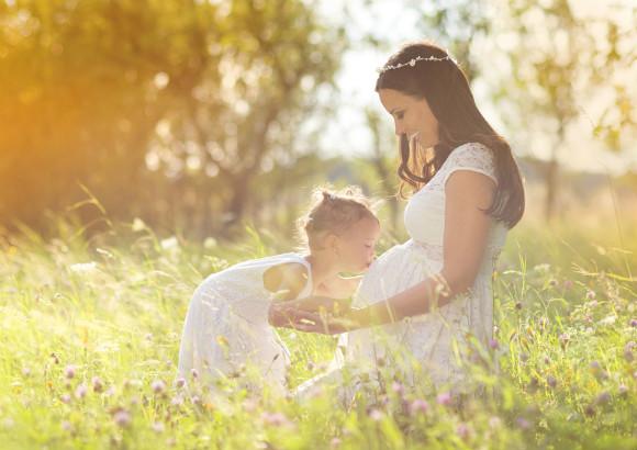妊婦のママと子供