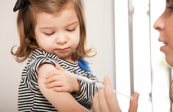 ワクチン接種をする子供