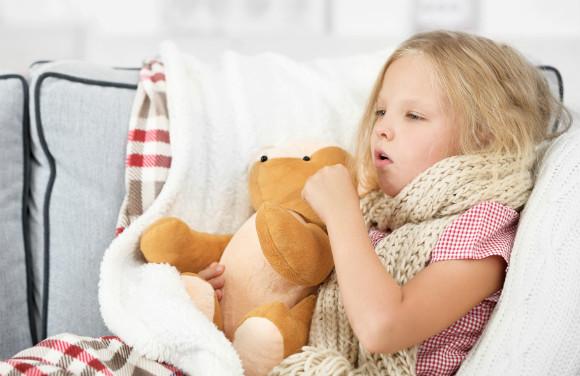 肺炎で咳がつらそうな子供