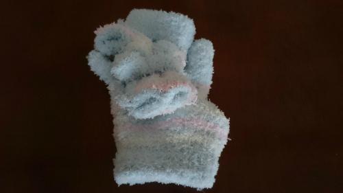 手袋の指を挟んで結んだ図
