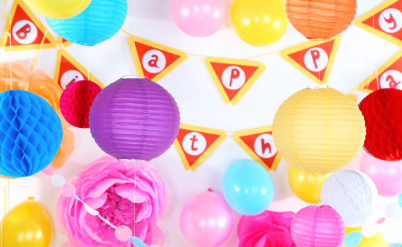 1歳の誕生日パーティーの部屋の飾りつけの画像