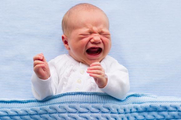 夜泣きしている赤ちゃん