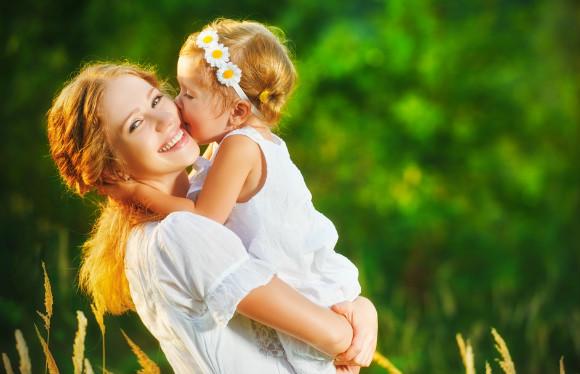 ママを手本にしたいと思っている女の子と素敵なママ