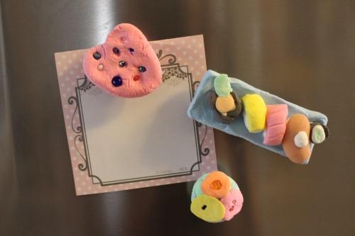 粘土でできるマグネット作り0822-3