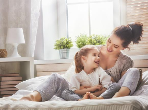 幼児期の子供にアタッチメント育児をしているママ