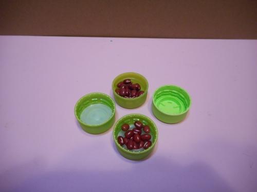 ペットボトルのキャップのマスカラの作り方の手順1