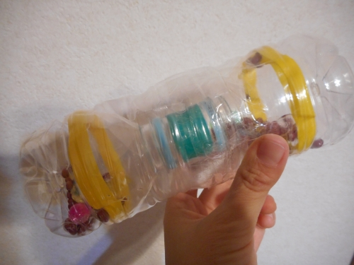 ペットボトルのガラガラの作り方の手順3