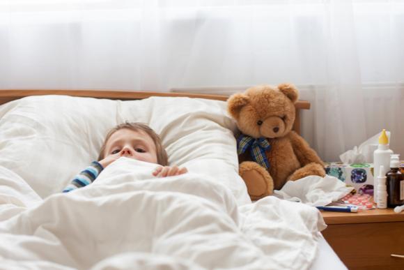 看病されている子供