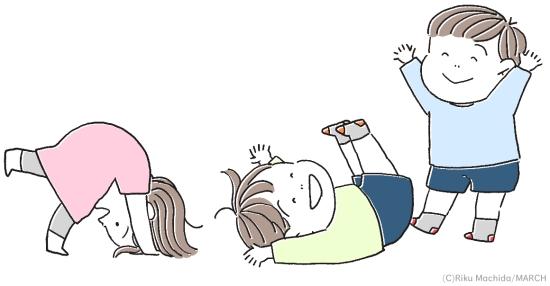 シーツの上で遊ぶ子供たち
