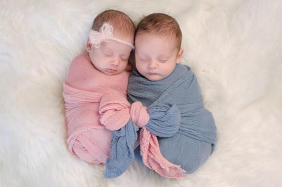 双子の男の子と女の子