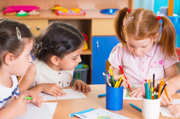教育系の習い事に通っている幼児