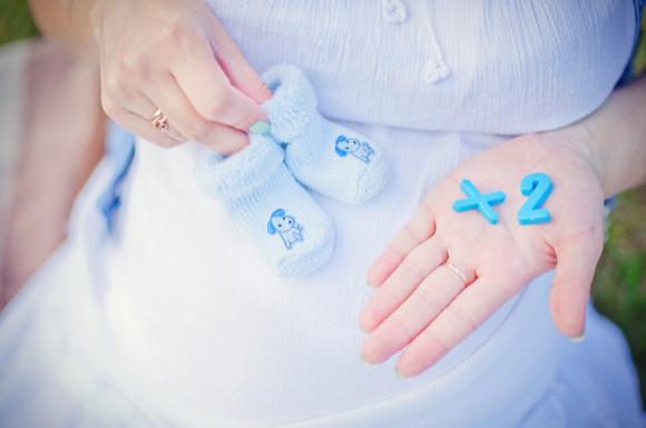 双子を妊娠した妊婦さん