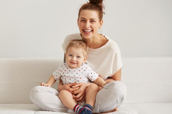 ベビーサイン育児で親子笑顔の様子