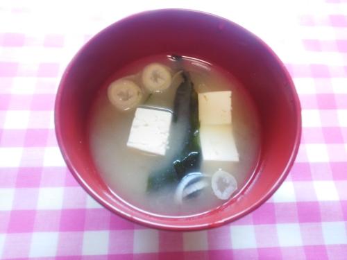豆腐、わかめ、長ねぎの味噌汁