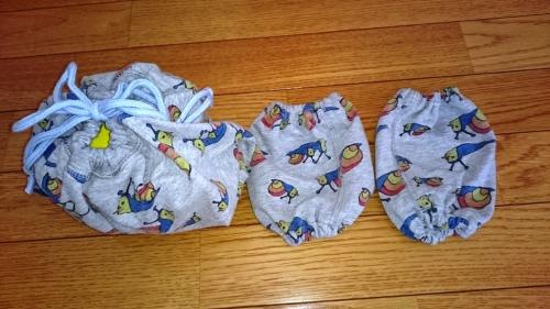 子供の長ズボンを子供の腕抜とお弁当袋にリメイクした完成図