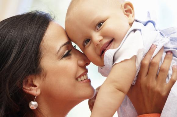 9ヶ月健診に親子で参加している様子