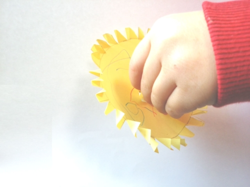 子供と一緒に作れる手作りコマの作り方の手順のイラスト