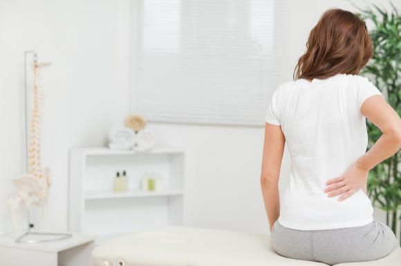 産後の腰痛に悩まされているママ
