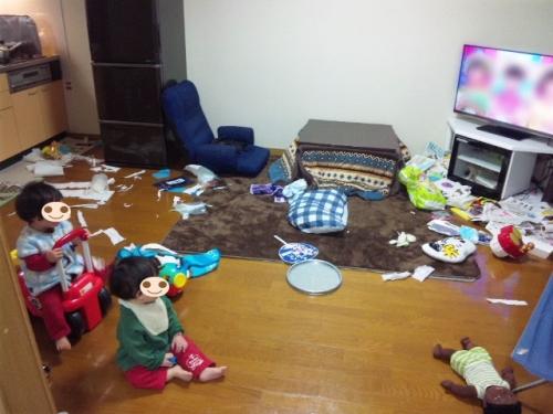 散らかっている部屋