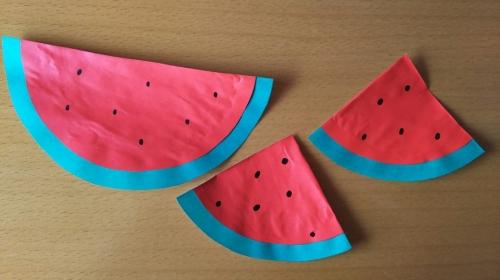 折り紙でスイカを作っている手順6