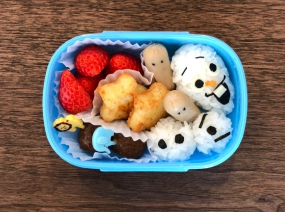 幼稚園の遠足用のお弁当の画像