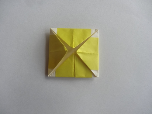折り紙でお花を折る手順10