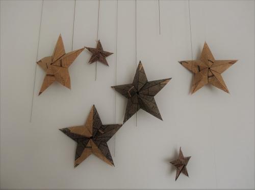 折り紙の星をインテリアとして使っている例