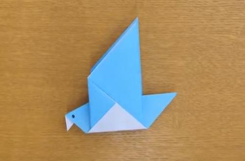 折り紙で折ったハト