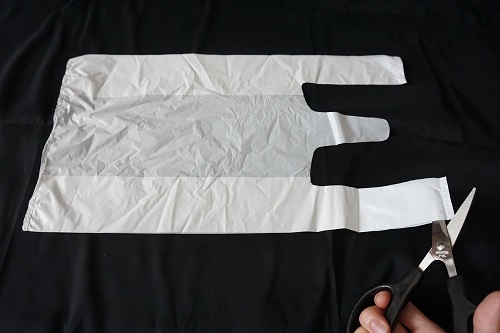 レジ袋でおむつを作る手順を示した画像