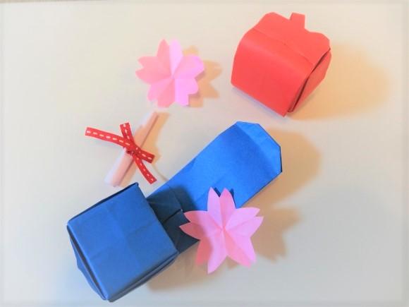 折り紙で折ったランドセルの完成品の画像