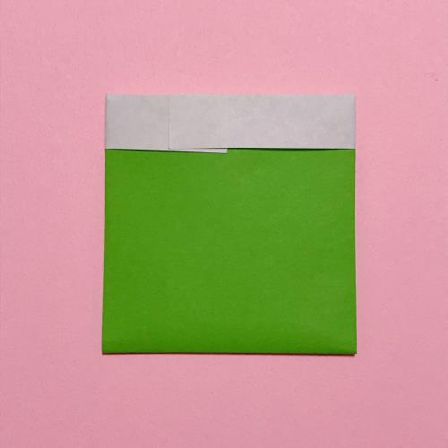 折り紙で三角パックを作る手順の画像