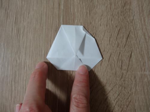 折り紙で卵を折る折り方の手順の画像