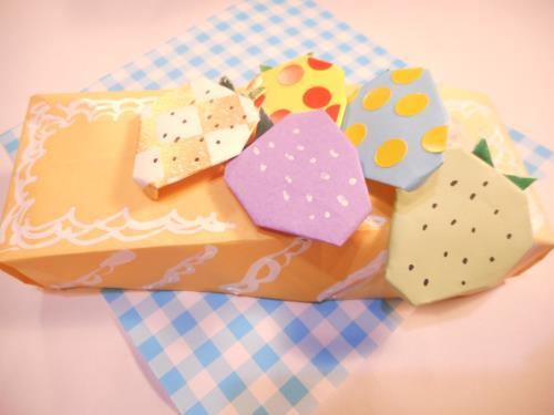 折り紙でいちごを折る折り方の手順画像