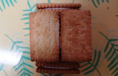 市販のお菓子で作るお菓子の家の作り方の画像