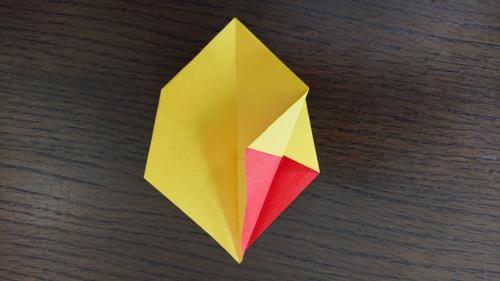 折り紙でかわいい箱を折っている折り方の手順画像
