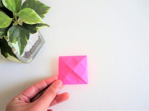 折り紙でかわいい小物入れを折る折り方の手順画像