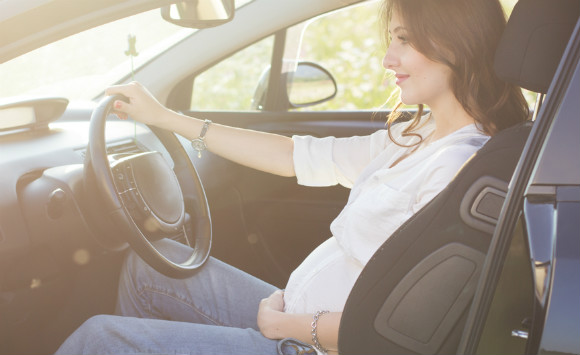 妊婦さんの運転姿