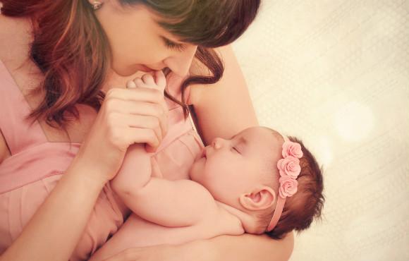 赤ちゃんとママにとって心地よい抱っこの仕方