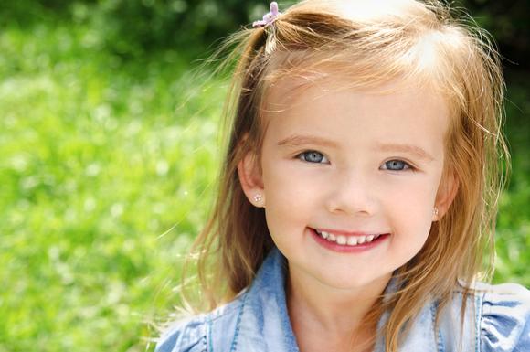 乳歯がグラグラの子供